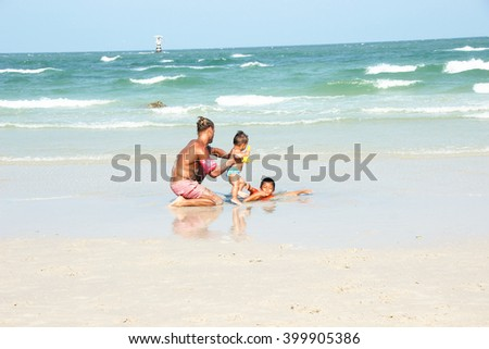Hua Hin city in Thailand 120/3/2016, Tourist  family to teaching babies  play with sand at Hua Hin beach.