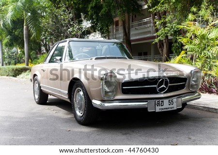 HUA HIN - DECEMBER 19: Mercedes Benz W113, 1963. Vintage Car Parade 2009 at Sofitel Resort on December 19, 2009 in Hua Hin, Thailand. - stock photo
