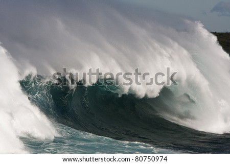 Huge dangerous surf and offshore winds in Sydney, Australia.