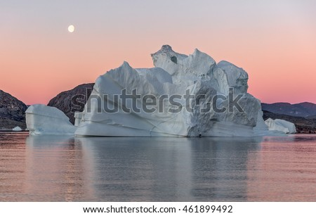 Huge icebergs of different forms in the Gulf. Their source is by the Jakobshavn glacier. This is a consequence of the phenomenon of global warming and catastrophic thawing of ice, Disko Bay, Greenland