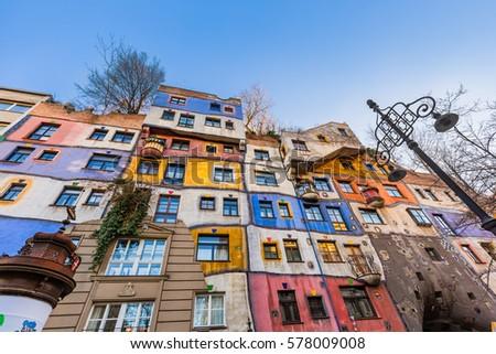 Hundertwasser house vienna austria modern architecture for Architecture vienne