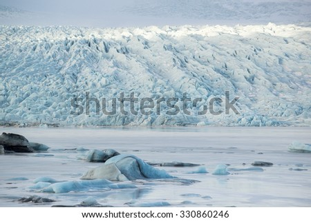 Icebergs in the glacial lake with mountain views, Vatnajokull glacier, Fjallsarlon lagoon, South Iceland