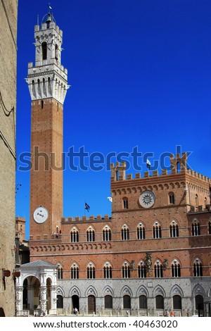 Il palazzo pubblico in the piazza del campo, Siena - stock photo