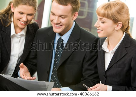 Image of business group discussing new plan in the office
