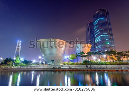 INCHEON, SOUTH KOREA - SEPTEMBER 19 : Songdo Central Park is the green space plan,inspired by NYC. Photo taken September 19,2015 in Incheon, South Korea.