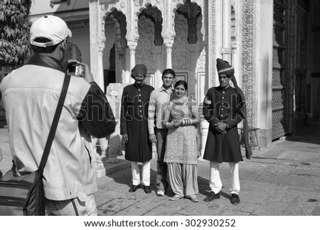 India, Rajasthan, Jaipur; 26 yanuary 2007, indian people take a picture with the imperial guards at the City Palace entrance - EDITORIAL