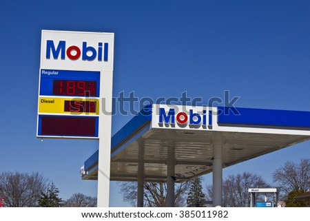 Indianapolis - Circa March 2016: ExxonMobil Retail Gas Location. ExxonMobil is the World's Largest Oil and Gas Company II