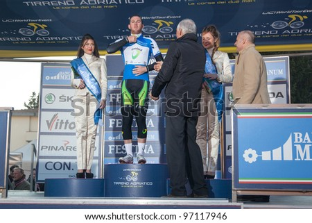 INDICATORE, AREZZO, ITALY - MARCH 08: Matthew Goss leader of the race after the 2nd stage of 2012 Tirreno-Adriatico on March 08, 2012 in Indicatore, Arezzo, Italy
