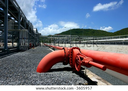 Industrial installation of pipes and tanks