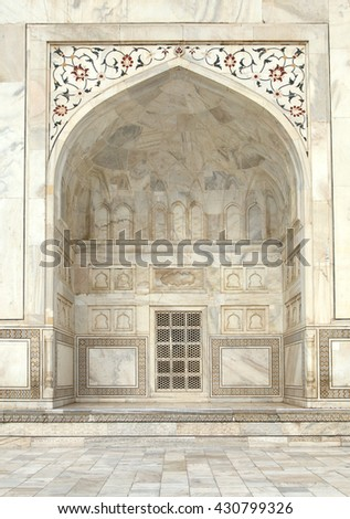 Inner done structure and carvings along the window in Taj Mahal