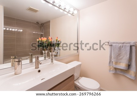 Interior design of a spacious and elegant bathroom.