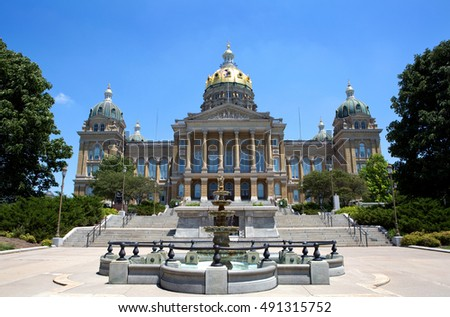 Iowa State Capitol building is located in Des Moines, IA, USA.