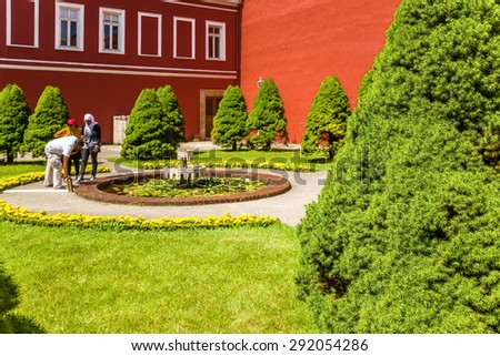 ISTANBUL, TURKEY - JUN 22, 2014: Tourists visiting the fountain in the palace Dolmabah?e