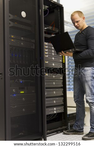 IT Engineer/ Consultant monitoring systems and servers in a datacenter.