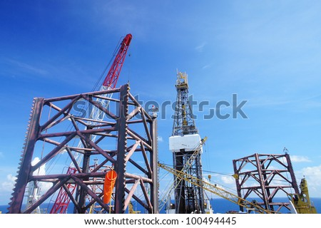 Jack Up Offshore Oil Rig With Rig Cranes