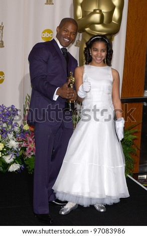 JAMIE FOXX & daughter at the 77th Annual Academy Awards at the Kodak Theatre, Hollywood, CA February 27, 2005; Los Angeles, CA.  Paul Smith / Featureflash - stock photo