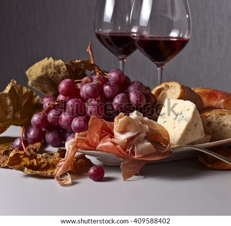 jamon , cheese and grapes with red wine