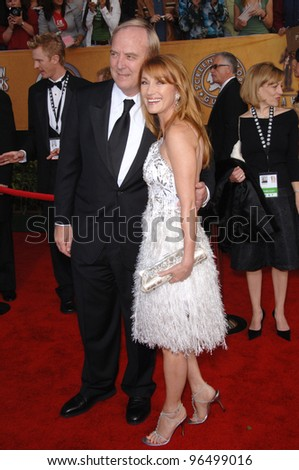 JANE SEYMOUR & husband JAMES KEACH at the 12th Annual Screen Actors Guild Awards at the Shrine Auditorium, Los Angeles. January 29, 2006  Los Angeles, CA.  2006 Paul Smith / Featureflash