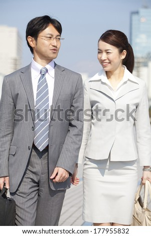 Japanese businesswoman and businessman on the move