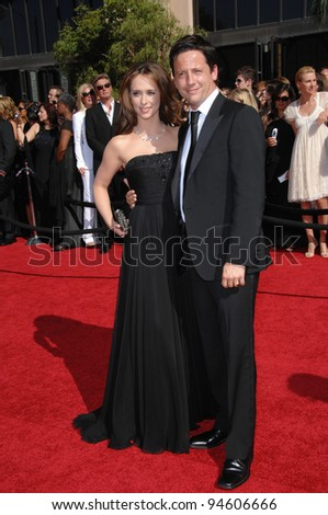 Jennifer Love Hewitt & Ross McCall at the 59th Primetime Emmy Awards at the Shrine Auditorium. September 16, 2007 Los Angeles, CA Picture: Paul Smith / Featureflash