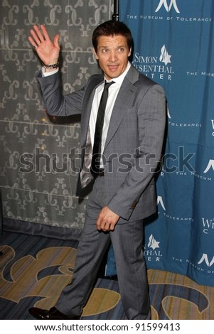 Jeremy Renner at the Simon Wiesenthal Center Annual National Tribute Dinner Honoring Tom Cruise, Four Seasons Hotel, Beverly Hills, CA 05-05-11