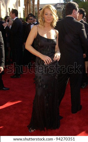 JERI RYAN at the 2002 Emmy Awards in Los Angeles. 22SEP2002.  Paul Smith / Featureflash