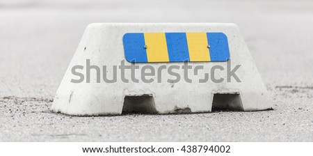 Jersey Barrier with Retroreflector