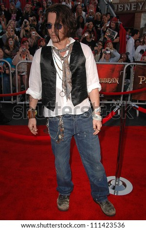 """Johnny Depp  at the World Premiere of """"Pirates of the Caribbean: At World's End"""" Benefitting the Make A Wish Foundation. Disneyland, Anaheim, CA. 05-19-07 - stock photo"""