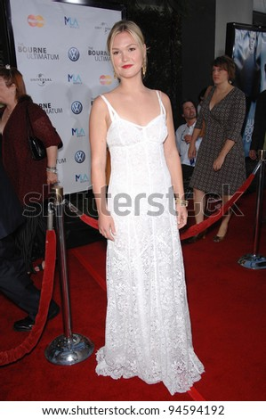 "Julia Stiles at the world premiere of her movie ""The Bourne Ultimatum"" at the Arclight Theatre, Hollywood. July 26, 2007  Los Angeles, CA Picture: Paul Smith / Featureflash"
