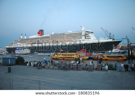"JULY 16, 2006 - HAMBURG: the oceanliner ""Queen Mary 2"" leaves the harbour of Hamburg, Germany."