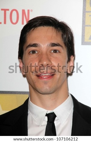 Justin Long at the Second Annual Critics' Choice Television Awards, Beverly Hilton, Beverly Hills, CA 06-18-12