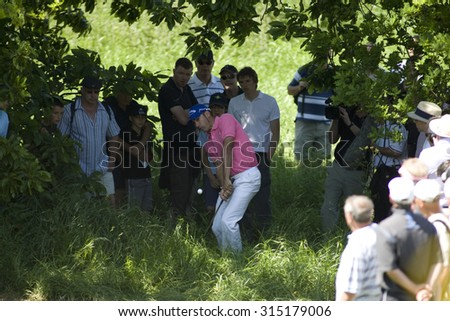 KENT ENGLAND, 31 MAY 2009. Alvaro QUIROS (ESP) playing a chip shop from the rough on the 3rd hole during the final round of the European Tour European Open golf tournament.  - stock photo