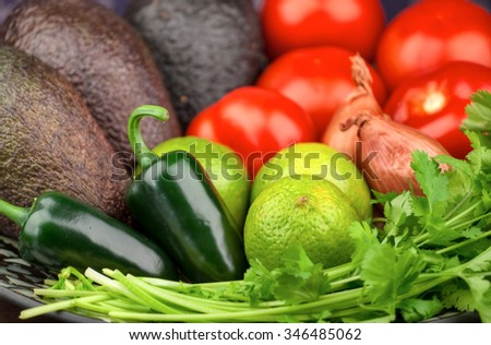 Key fresh ingredients to prepare perfect Guacamole.