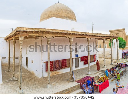 KHIVA, UZBEKISTAN, MAY 3, 2015: The Oq Mosque is the medieval landmark, nowadays serving as the exhibition and sale of the traditional rugs, on May 3 in Khiva.