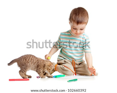 kid drawing felt pens with cat