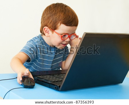 Kid with glasses using pc