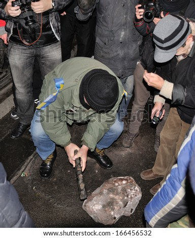 KIEV, UKRAINE � 8 DECEMBER 2013: Unknown demonstrators destroy the monument of Vladimir Lenin in the centre of Kiev during Ukrainian revolution on December 8, 2013 in Kiev, Ukraine.
