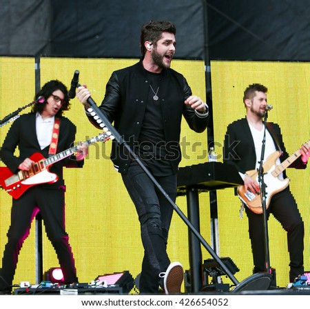 KISSIMMEE, FL-MAR 19: Singer Thomas Rhett performs onstage at the Runaway Country Music Fest at Osceola Heritage Park on March 19, 2016 in Kissimmee, Florida.