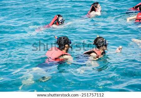 Koh chang Trat,THAILAND - December 29, 2014:  Unidentified tourist People scuba diving with life jacket. koh chang is very popular tourist destination for holidays at koh chang Trat, Thailand .