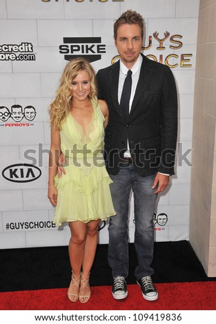 Kristen Bell & Dax Shepard at Spike TV's 2012 Guys Choice Awards  at Sony Studios, Culver City, CA. June 3, 2012  Los Angeles, CA Picture: Paul Smith / Featureflash
