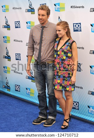 Kristen Bell & Dax Shepard at the 2012 Do Something Awards at Barker Hangar. Santa Monica Airport. August 19, 2012  Santa Monica, CA Picture: Paul Smith / Featureflash - stock photo