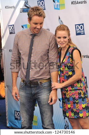 Kristen Bell & Dax Shepard at the 2012 Do Something Awards at Barker Hangar. Santa Monica Airport. August 19, 2012  Santa Monica, CA Picture: Paul Smith - stock photo