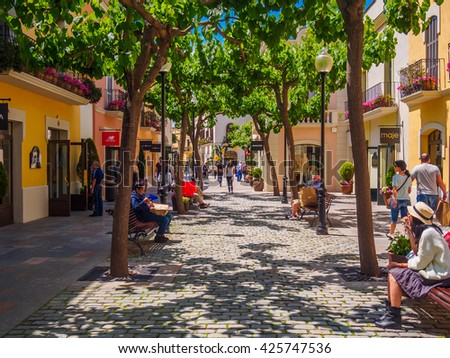 Outlet shopping stock images royalty free images for Las rocas outlet barcelona