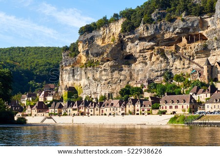 La Roque Gageac is an ancient village by the Dordogne river in Dordogne-Perigord, Aquitaine, France