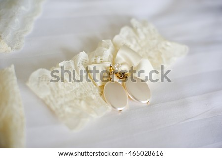 Lace garter bride ivory color and earrings