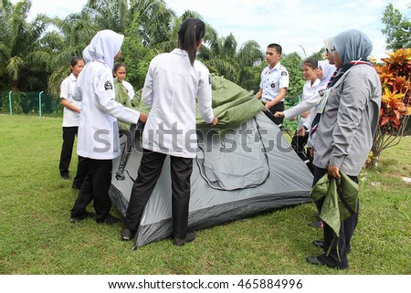 Lahad Datu, Sabah Malaysia- AUG 05, 2016: St John Ambulance Cadets are setting up a tent as one of the outdoor activities organised in Uniformed Bodies Camping for secondary school in Sabah Malaysia