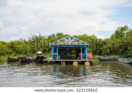 LAKE TONLE SAP, COMBODIA - SEP 28, 2014:  Floating village Chong Knies on the Tonle Sap. Lake Tonle Sap is the largest freshwater lake in Southeast Asia, a UNESCO biosphere since 1997