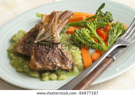 Lamb cutlets with pea puree and vegetables