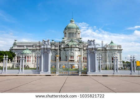 Landmarks The Ananta Samakhom Throne Hall, The marble building was built in the classic Roman dome.