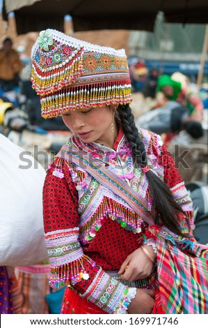 LAOCAI, VIETNAM, DECEMBER 28: H'mong ethnic minority girl in Bac Ha traditional market on December 28, 2013 in Laocai, Vietnam. H'mong is the 8th largest ethnic group in Vietnam.